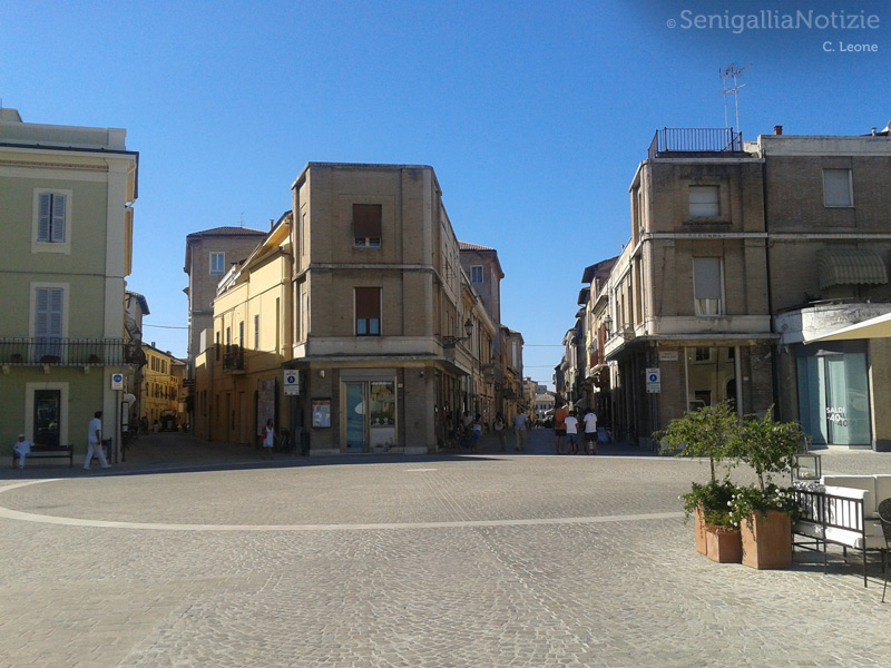 Senigallia, veduta di piazza Saffi, via Mastai e corso II Giugno