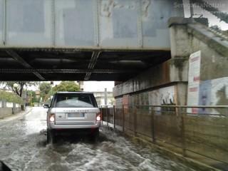Strada allagata a Senigallia per la pioggia caduta nelle ultime ore. Foto di Lorenzo Ceccarelli