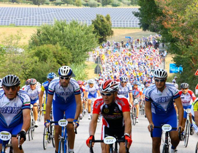 Prime salite per i ciclisti del raduno nazionale di Cicloturismo