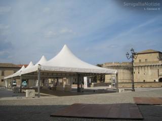 Stand in allestimento a Senigallia per Pane Nostrum 2012