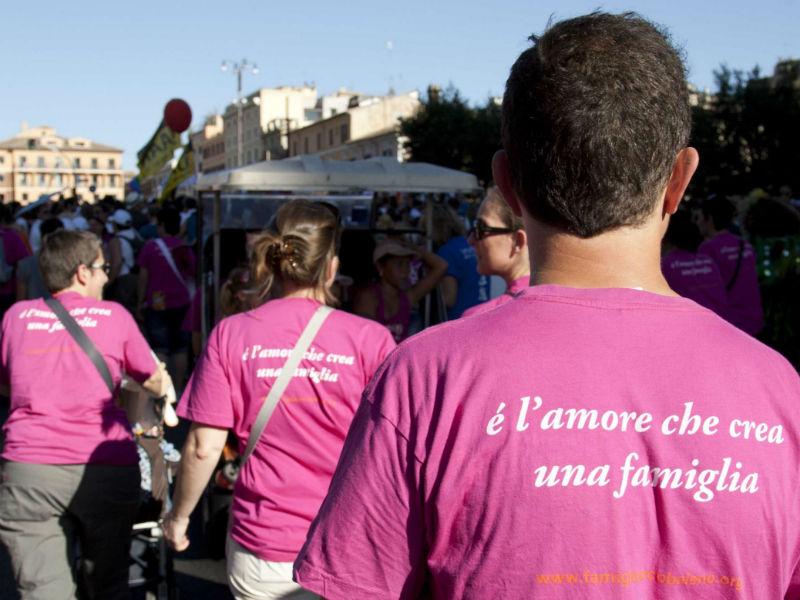 """Unioni civili: """"E' l'amore che crea una famiglia"""""""