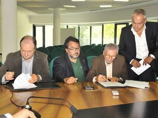 La firma dell'accordo sull'apprendistato