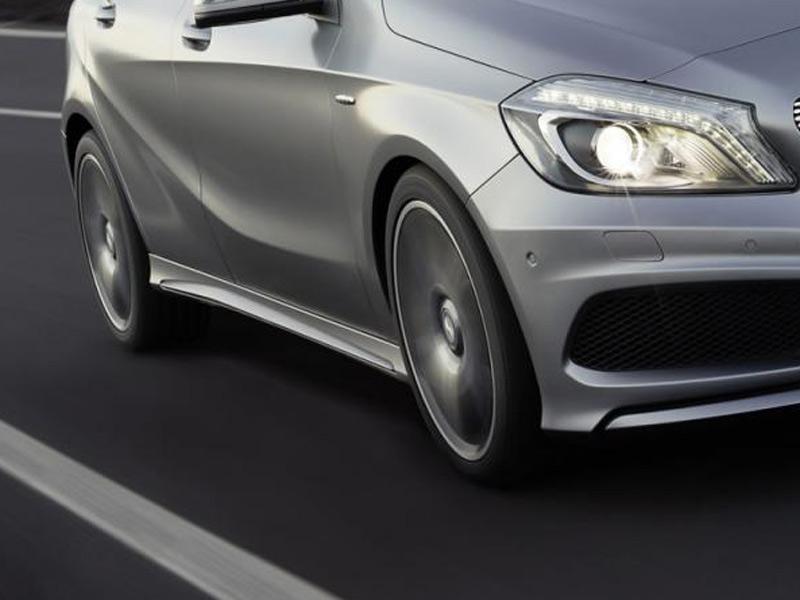 Auto della casa Mercedes, macchina, ruote, asfalto, velocità