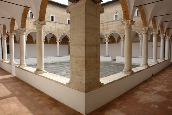 """Il chiostro del Museo """"Sergio Anselmi"""" di Senigallia"""
