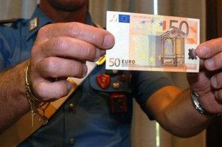 Una banconota falsa