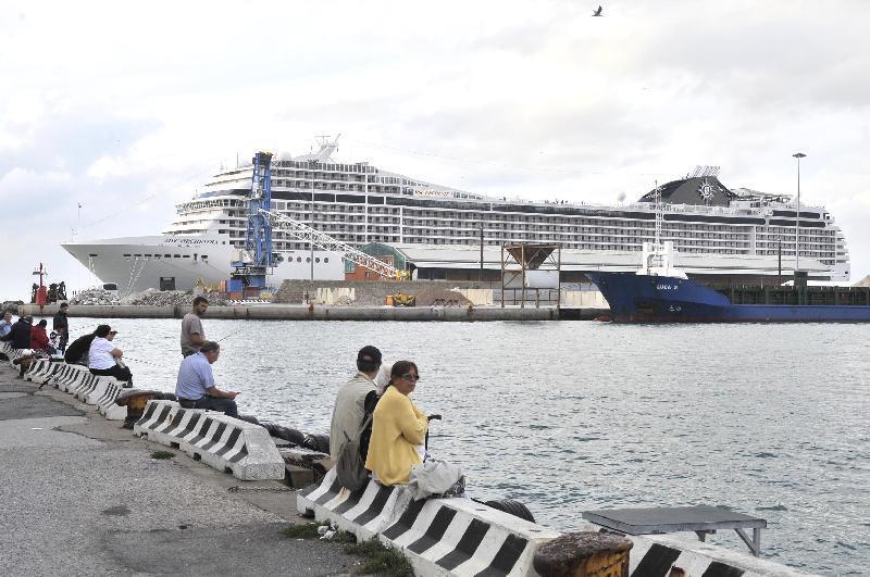 La nave da crociera con i casi di meningite