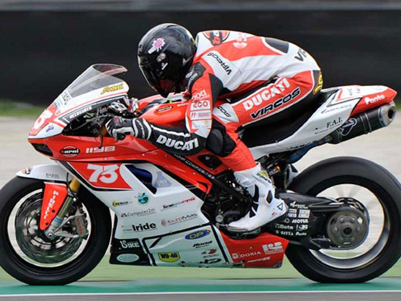 Simone Saltarelli in moto
