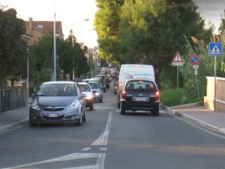 Caos, auto, code, traffico e smog sullo Stradone Misa a Senigallia