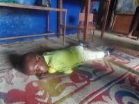 Bambina che dorme nell'asilo a Goderich, in Sierra Leone