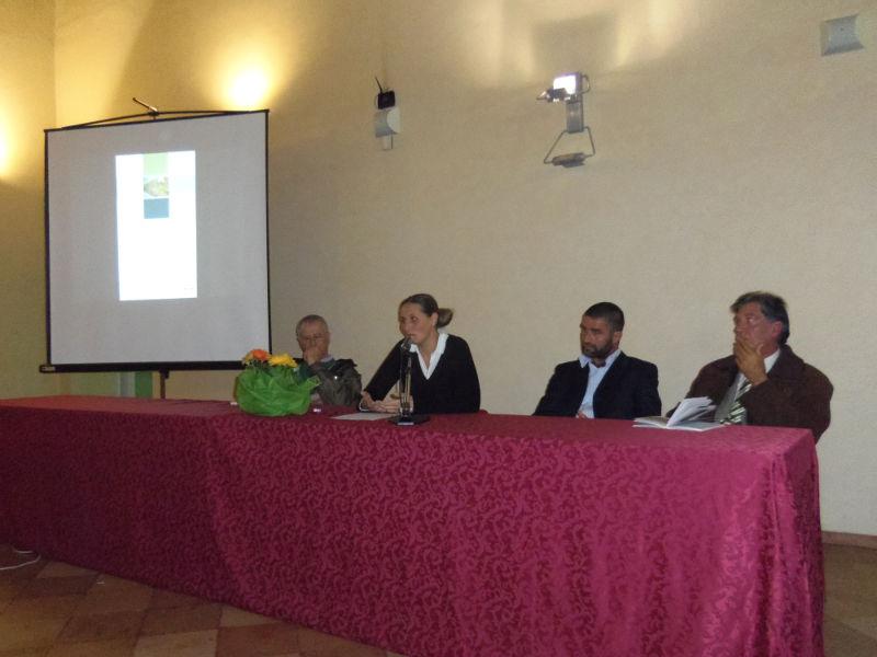 """Simona Guerra, seconda da sinistra, presenta il suo volume """"Bianco e oscuro"""""""
