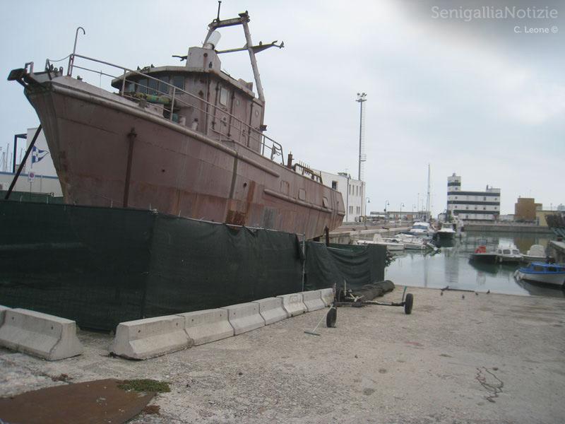 La più piccola delle cinque imbarcazioni dell'ex cantiere Navalmeccanico di Senigallia, ancora ferma dopo 30 anni
