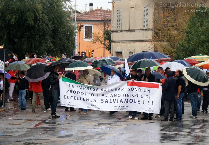 Onda Rossa anti-Bolkestein in corteo a Senigallia