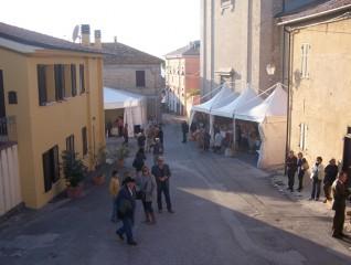 Mercatino a Scapezzano di Senigallia per la festa dell'olio nuovo
