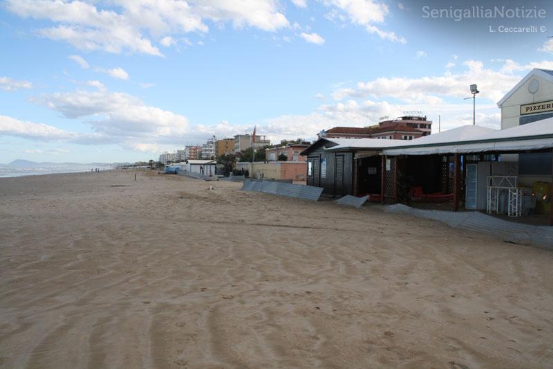 I danni della mareggiata: paratie divelte in zona Ponterosso