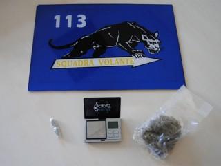 Marijuana e bilancino di precisione sequestrati dalla Polizia