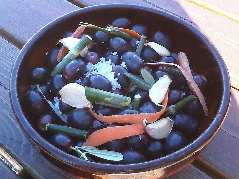 Olive sotto sale, strinate