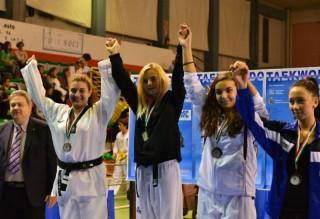 Le atlete del taekwondo di Senigallia premiate al torneo Marche-Umbria