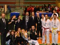 Foto di gruppo della squdra Fabri-Senigalliese di taekwondo