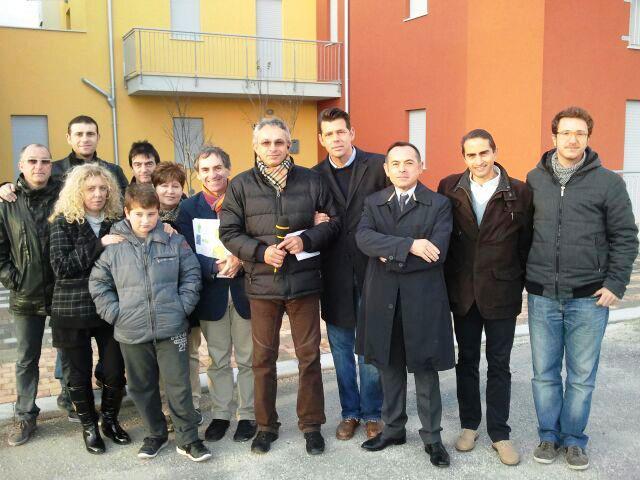 Foto per la conclusione dei lavori al cantiere dell'autocostruzione di Senigallia
