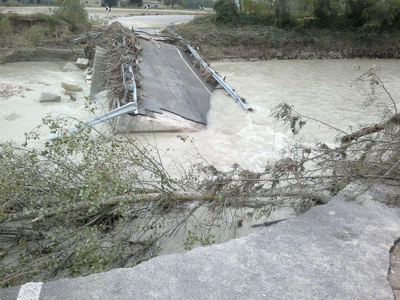Il ponte sul Cesano dopo il crollo dei primi di novembre 2012