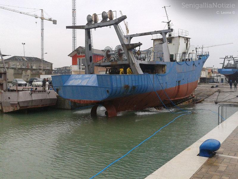 Il varo della seconda imbarcazione del cantiere ex Navalmeccanico, al porto di Senigallia