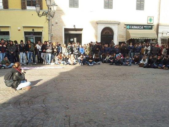 Manifestazione studentesca: assemblea in piazza Roma