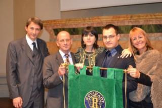 Mauro Biglino, secondo da sinistra, con gli esponenti del Rotary Club