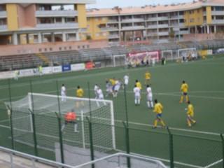 Un'offensiva del Senigallia Calcio contro l'Ostra
