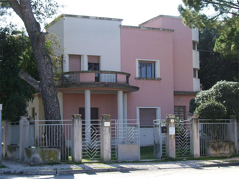 """la sede del Consultorio familiare UCIPEM """"Villa Marzocchi"""", in piazza Diaz a Senigallia"""