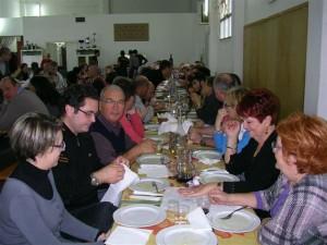 Un momento di cena alla Festa dell'Olio Nuovo 2012