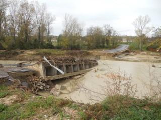 Il guado sul fiume Cesano crollato