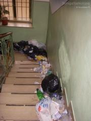 I rifiuti lasciati da Precari United alla sede della Cisl di Senigallia
