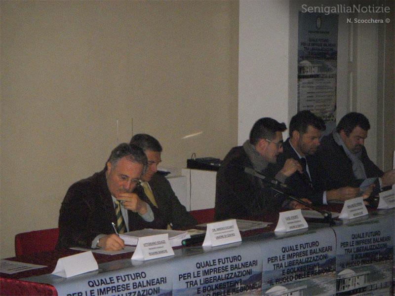 Tavolo dei relatori all'incontro sulla Bolkestein