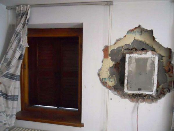 La Cassaforte In Casa : Senigallia ladri smurano una cassaforte ma vengono messi