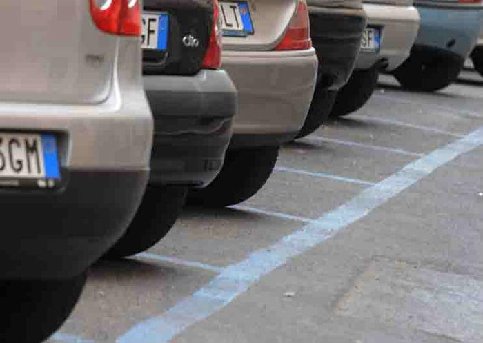 Parcheggi a pagamento, automobili, strisce blu