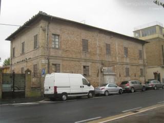 L'ex villa Baviera, in viale Leopardi, a Senigallia