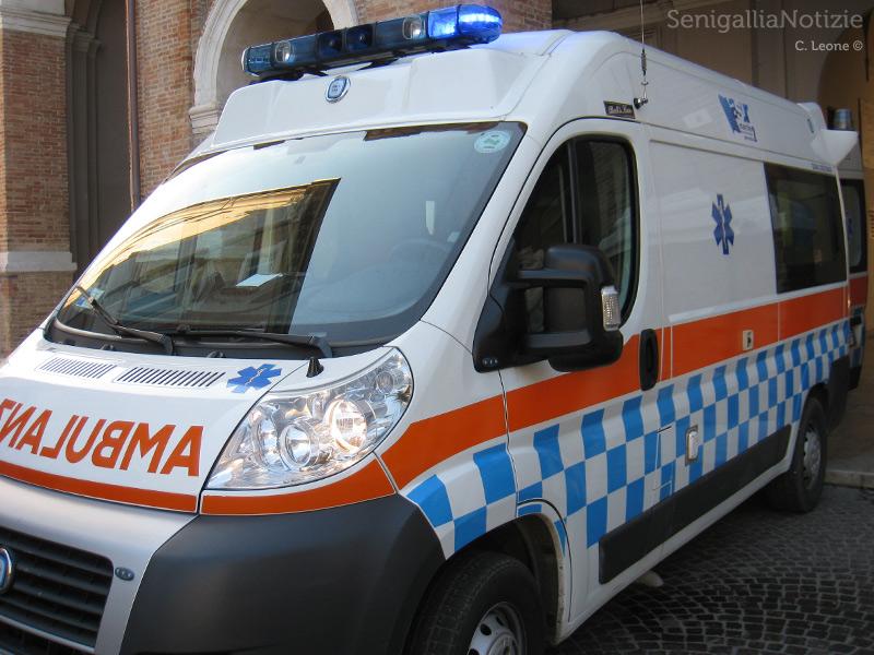 Ambulanza, pronto soccorso, cure mediche, emergenza