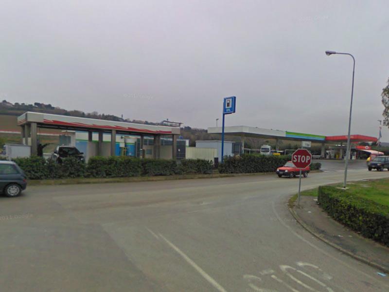 La stazione di rifornimento di carburanti, gpl e metano in via Mattei a Senigallia