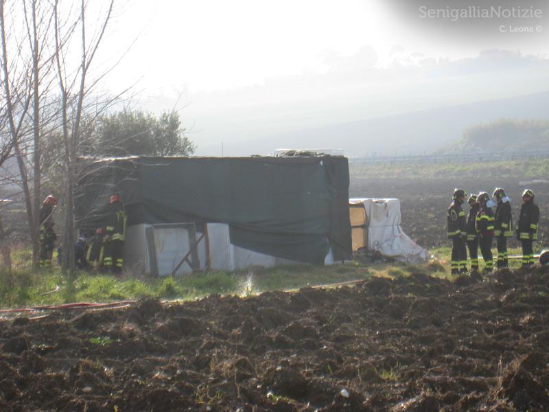 i Vigili del Fuoco nel deposito abusivo di metano in via Mattei, a Senigallia