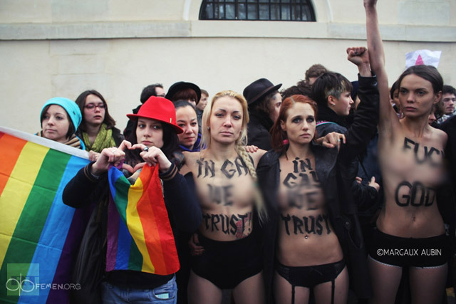 "Le attiviste del Femen:""In Gay We Trust"""