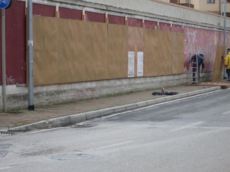 I primi supporti per i manifesti elettorali allo stadio Bianchelli