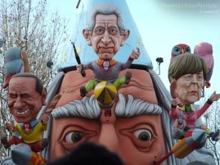 Carnevale di Fano 2013, seconda giornata di sfilate - Foto di Carlo Leone per PesarourbinoNotizie