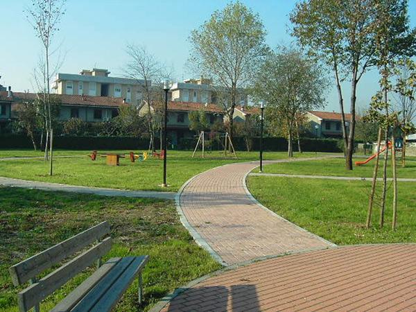 Verde urbano, verde pubblico, edifici, case, costruzioni, abitazioni, consumo di suolo