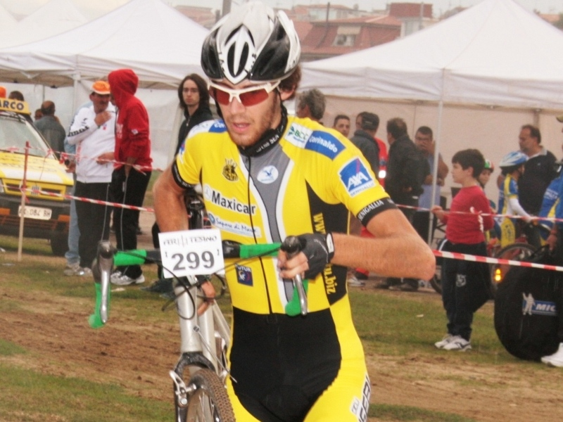 Alessandro Virgili impegnato nel ciclocross