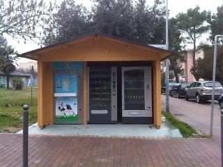 Il nuovo distributore di latte a Senigallia