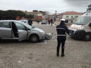 Incidente all'incrocio tra via Cavallotti e via Portici Ercolani