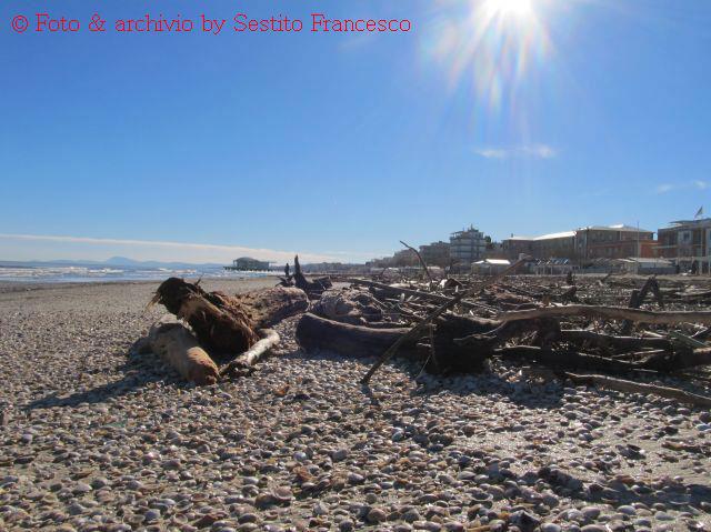 La spiaggia di Senigallia dopo la mareggiata - Foto di Francesco Sestito