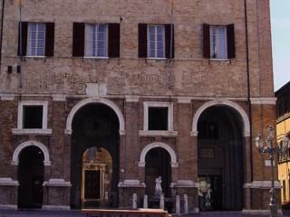 Palazzo Municipale di Senigallia (a destra l'Ufficio Anagrafe)