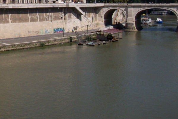 Le acque del Tevere a Roma