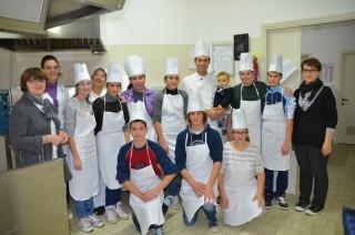 Foto di gruppo per i ragazzi del corso di pasticceria